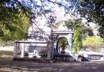 સૂરજકુંડ નજીક મંદિર.